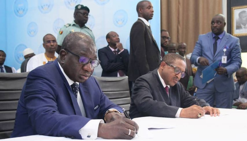 Mali, Signature; accord politique,